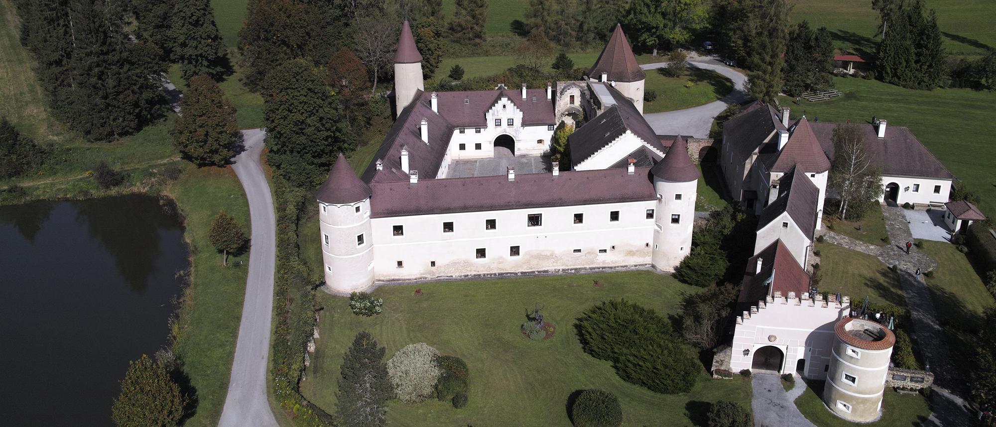 Schloss Waldreichs © NÖ Falknerei- & Greifvogelzentrum